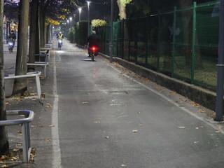 piste cyclable voie cyclable soirée