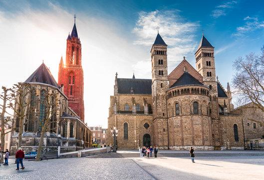 Sint Janskerk und Servatiusbasilika am Vrijthof in Maastricht