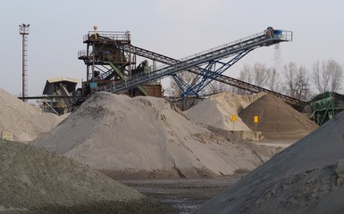 Industrial gravel plant in operation