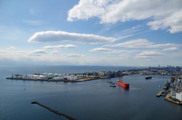 千葉港から見る石油コンビナート