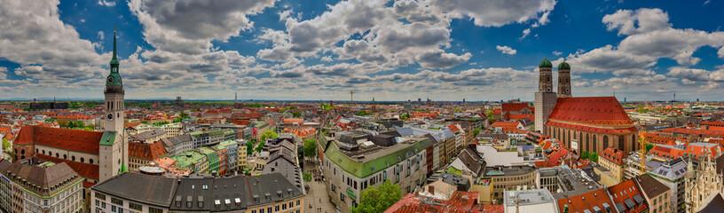 München Panorama altes Rathaus Isartor Stadtbild Viktualienmarkt Dom Frauenkirche alter Peter