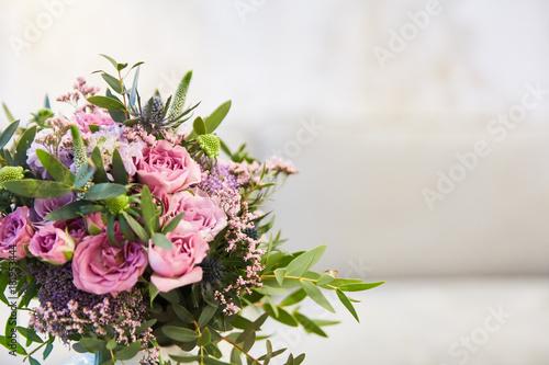 Blumenstrauss Mit Rosa Rosen Zur Hochzeit Stock Photo And Royalty