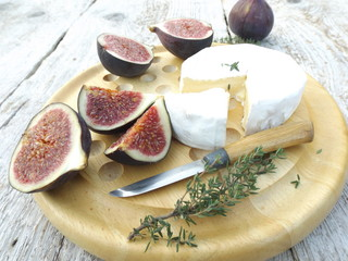 Cheeseboard. Brie cheese and ripe figs