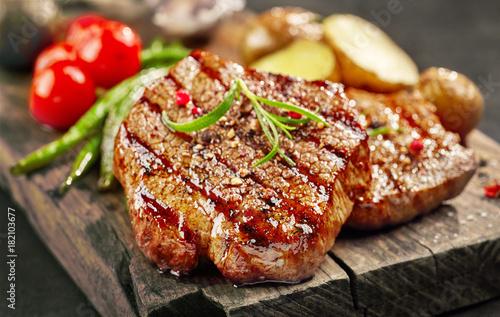 freshly grilled steak stockfotos und lizenzfreie bilder. Black Bedroom Furniture Sets. Home Design Ideas
