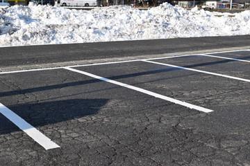 積雪後に除雪した駐車場