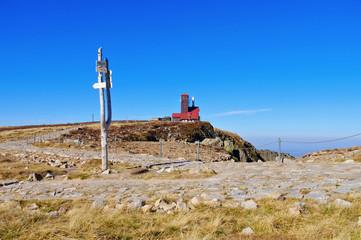 Schneegruben und Schneegrubenbaude im Riesengebirge - Snowy Cirque and Mountain hut in Giant  Mountains