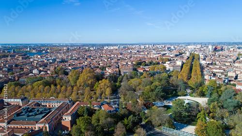 Photo aérienne de Toulouse depuis le jardin du Grand Rond\