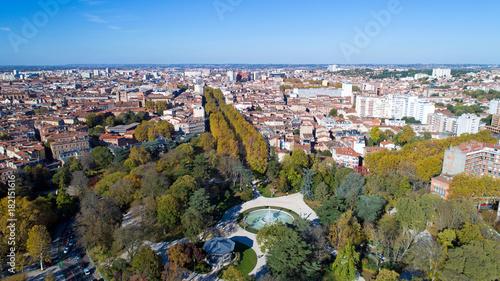 Vue aérienne de Toulouse depuis le jardin du Grand Rond ...