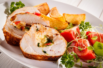 Stuffed chicken fillets and vegetables