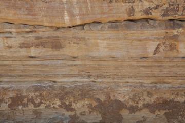 岩石の断層の模様