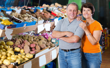 Smiling couple who is standing in the grocery store
