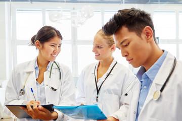 Medizin Studenten in der Ausbildung