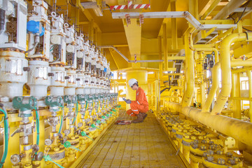 Electrical and instrument technician maintenance and calibrate measurement device at offshore oil and gas wellhead platform.