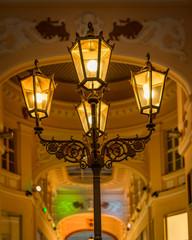 Alte Laterne beleuchtet