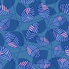 Бесшовный узор из синих стеблей и стилизованных листьев с полосками в синих тонах и вставками из розовых полос, расположенными поверх синего фона с силуэтным изображением веток с листьями.