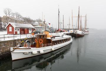 Boote im Hafen Norwegens