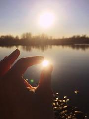 la luce magica nella mano