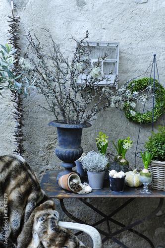 Terrasse Et Ambiance Hivernale Avec Chaise En Osier Recouverte De