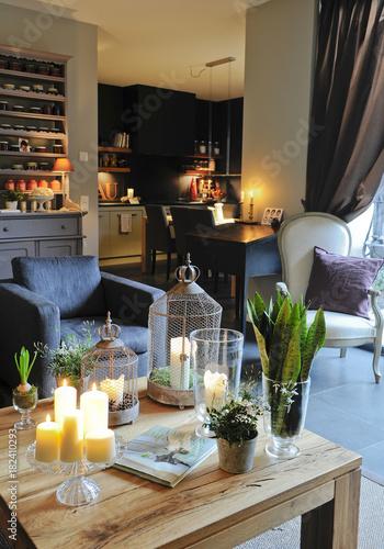 Salon Cosy Avec Fauteuil Bleu Gris Et Table En Bois Et Cuisine Noire
