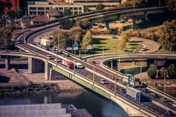 Trafic routier sur pont