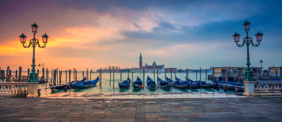 Venice Panorama. Panoramic cityscape image of Venice, Italy during sunrise. Fototapete