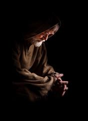 Mönch versunken im Gebet