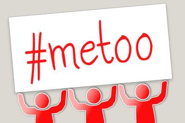 #metoo - Gruppe hält Schild in die Höhe