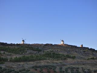 Molinos de viento de Los Yébenes, pueblo de Toledo en Castilla La Mancha (España)