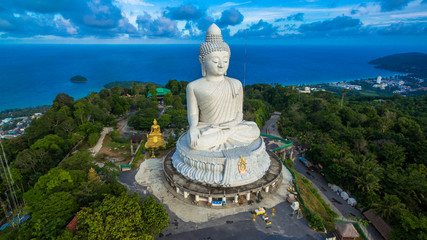 Papiers peints Edifice religieux blue sky and blue ocean are on the back of Phuket Big Buddha.