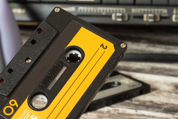 Ein Kassettenrecorder und Musik Kassetten