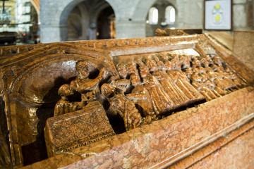 Brescia - Duomo - particolare di un sarcofago
