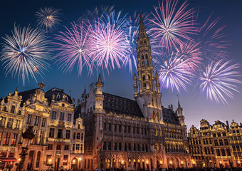 Keuken foto achterwand Brussel View of the Grand Place (Grote Markt) at night with fireworks on the black sky in Brussels, Belgium