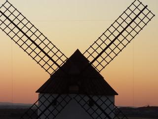 Molinos de viento en Mota del Cuervo, pueblo de Don Quijote en Cuenca (Castilla La Mancha, España)