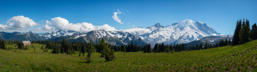 Mount Rainier Panorama during the day