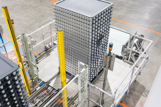 Canned food stacking on plastic pallet in Automated High/Low-level Depalletizer Machine