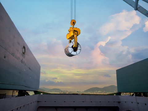Discharging steel coil from vessel's hold to terminal warehouse