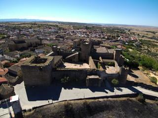 Castillo de Oropesa desde un drone. Pueblo de Toledo, en la comunidad autónoma de Castilla La Mancha (España)