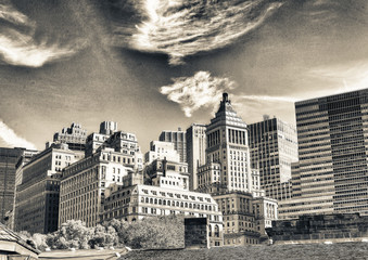 Fototapete - Old and modern skyline of New York City on a sunny autumn day