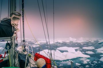 Fotobehang Poolcirkel Greenland, arctic: sailing boat trough the iceberg, risk, danger