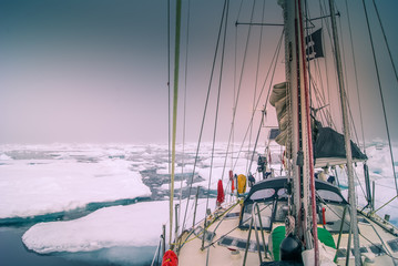 Spoed Foto op Canvas Zeilen Greenland, sailing boat trough the iceberg, risk, danger in the north pole