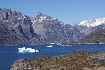 Papiers peints Arctique A little iceberg is still alive in a fjord of Greenland