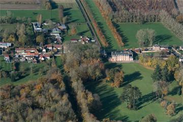 Vue aérienne du château de Biencourt dans la Somme en France