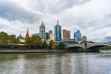 Melbourne cityscape and Yarra river at autumn