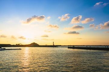 夕焼けの漁港