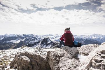 Germany, Bavaria, Oberstdorf, hiker sitting in alpine scenery