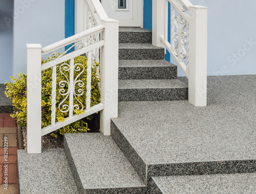moderne au entreppe mit beschichtung aus steinteppich und. Black Bedroom Furniture Sets. Home Design Ideas