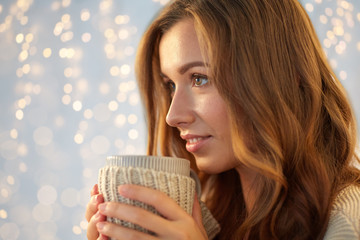 Fototapete - close up of happy woman with tea or coffee cup