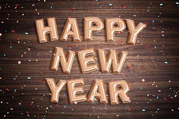 """Luftballons formen den Spruch """"Happy New Year"""" auf Holzuntergrund mit Konfetti"""
