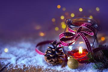 Grußkarte, Weihnachtsmotiv  -  Kerze im Glas, Windlicht im Schnee