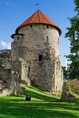 Turm der Burg im Schlosspark Cesis, Lettland